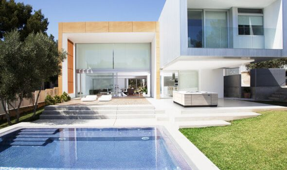 Außenwhirlpools bringen Urlaubs-Entspannung in den eigenen Garten