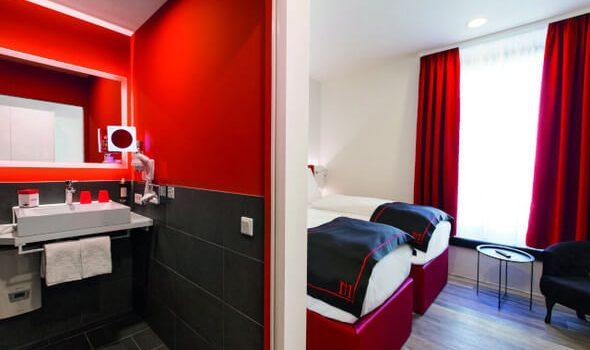 Roth sieht Rot: Dormero Hotel mit designstarken Bädern